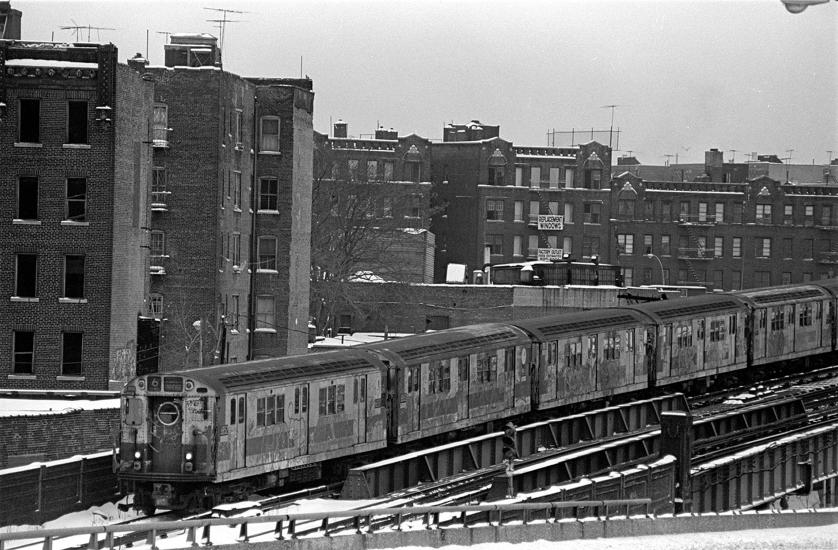 View of the number 6 local subway train as it passes through the South Bronx neighborhood, New York, New York, 1970s. (Photo by Allan Tannenbaum/Getty Images)